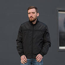 Чоловіча куртка (вітрівка) чорного кольору.