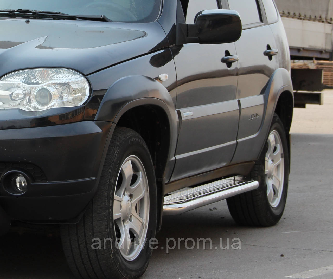 Пороги боковые (подножки-площадка) Chevrolet Niva 2009+ (Ø42)