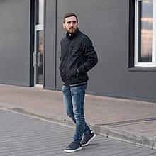 Чоловіча куртка (вітрівка) темно-синього кольору.