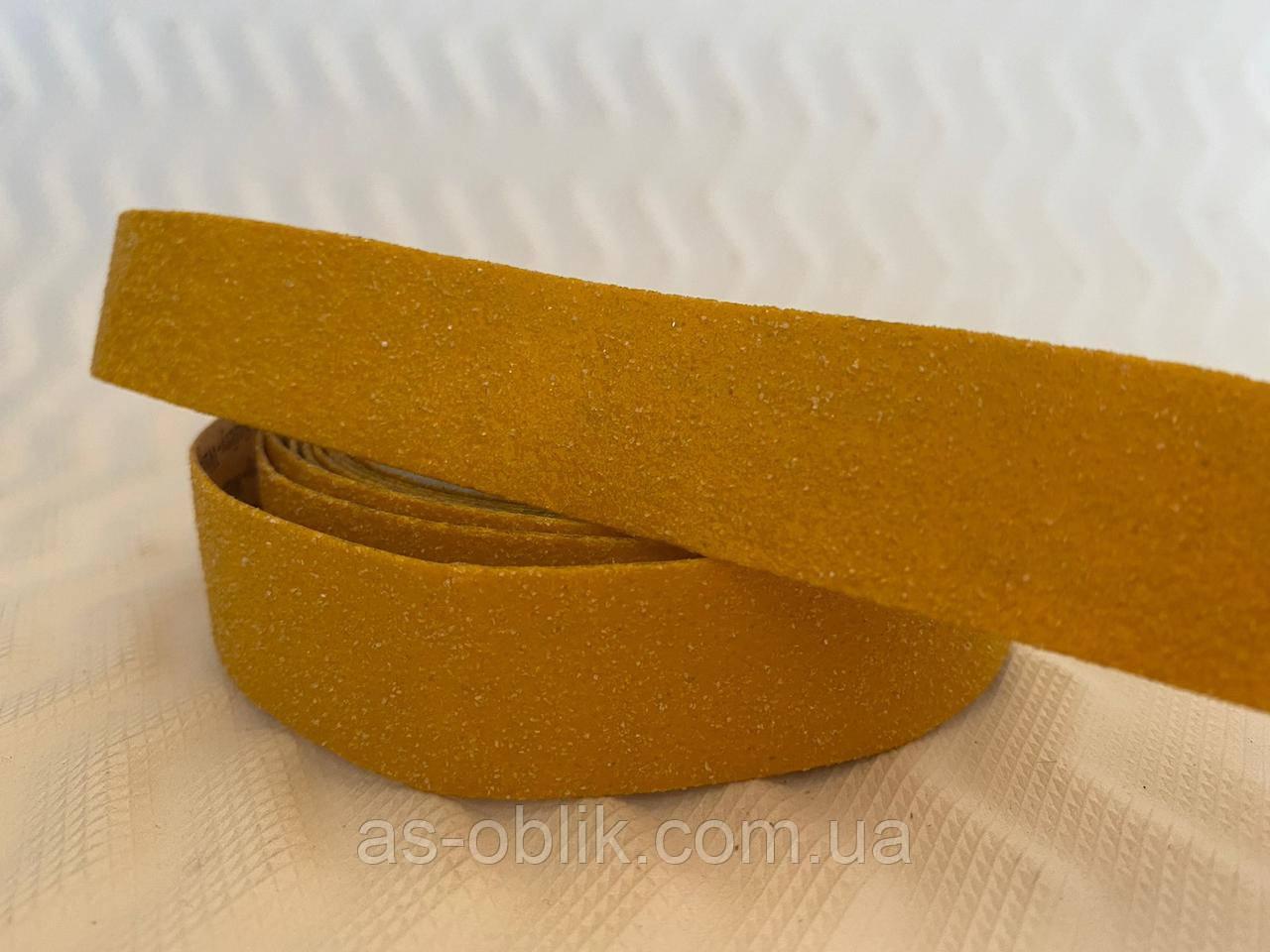Антиковзка сигнальна стрічка на щаблі 25мм жовта