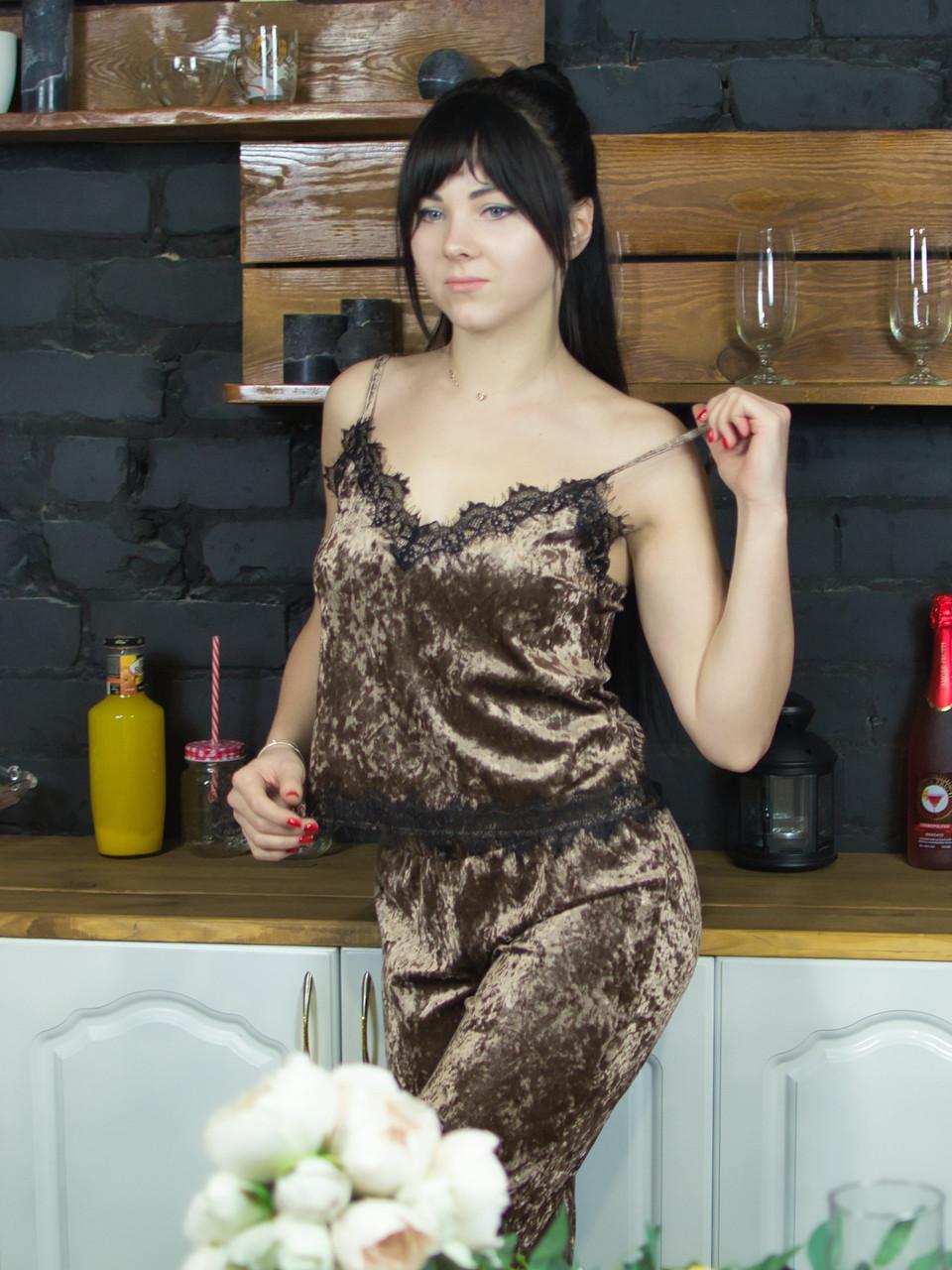 Пижама из мраморного велюра Serenade кофейная с черным кружевом
