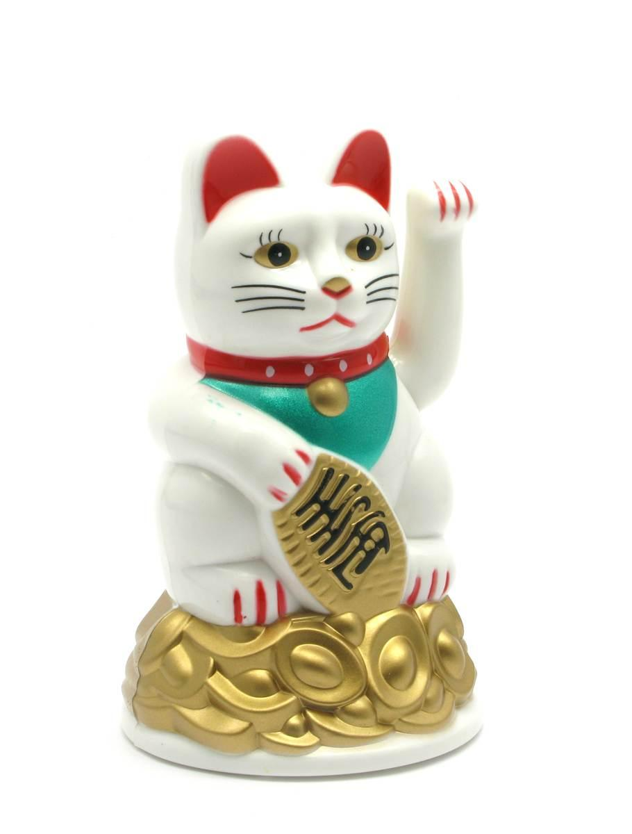 Кошка Манэки-нэко машущая лапой пластик (11х7х7 см)(батарейки в комплект не входят)