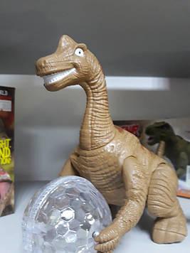 Динозавр  музыкальный светящийся с шаром ездит