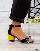 Босоножки женские на каблуке с декором