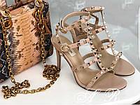 Босоножки кожаные с шипами Valentino