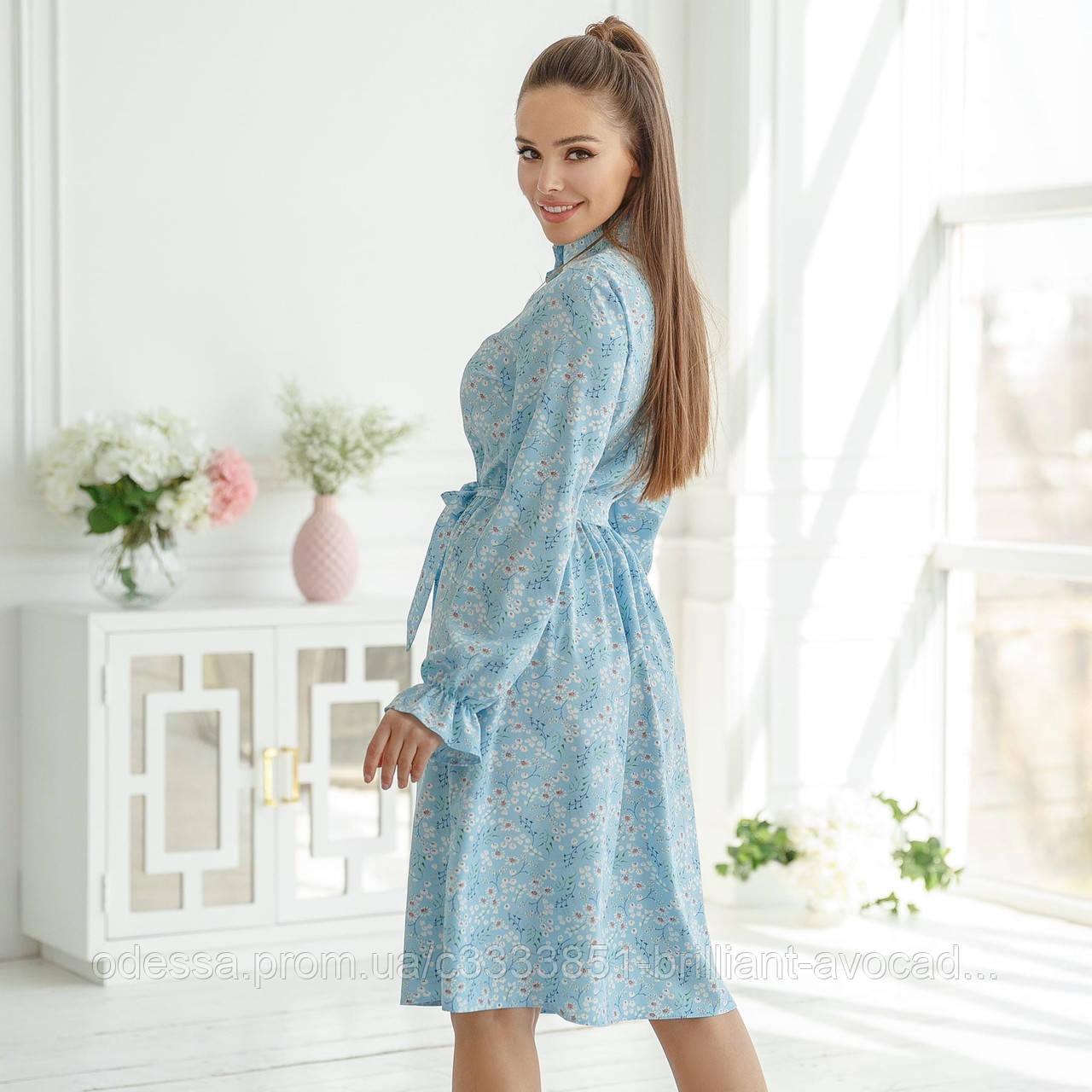 Летнее платье с жемчужными пуговками