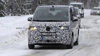 Volkswagen тестирует минивэн Transporter нового поколения T7