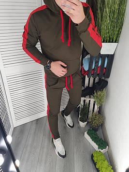 Спортивный костюм с лампасами хаки с красными лампасами.