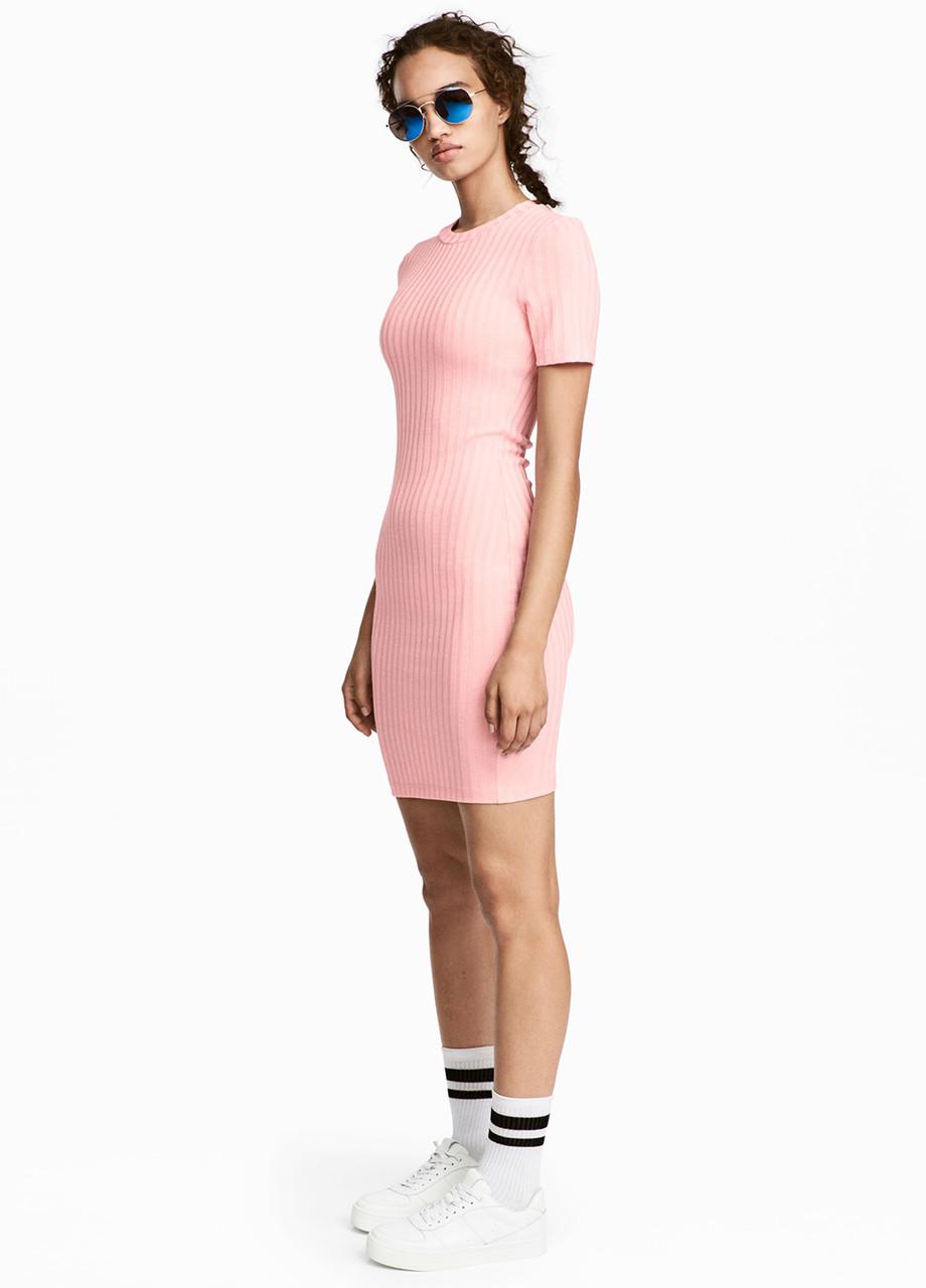 Светло-розовое платье платье-футболка H&M однотонное