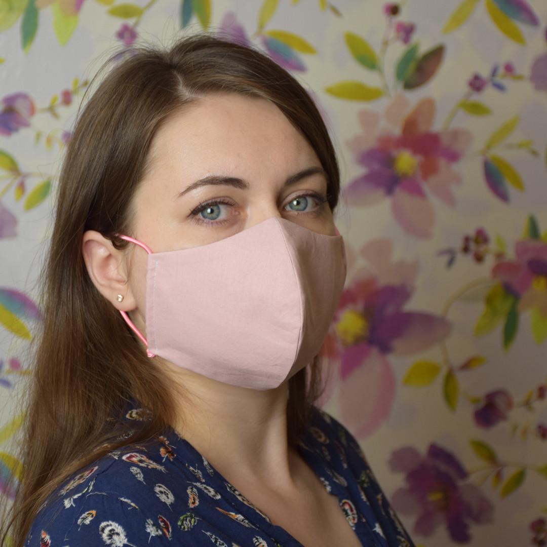 Розовая маска защитная трехслойная многоразовая хлопковая. Женская