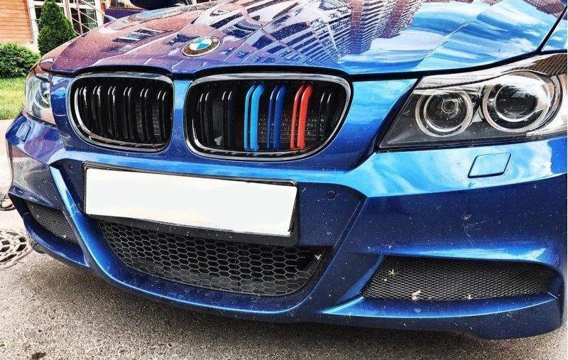 Решетка радиатора ноздри BMW E90 рестайл стиль M3 (черный глянц + колор)