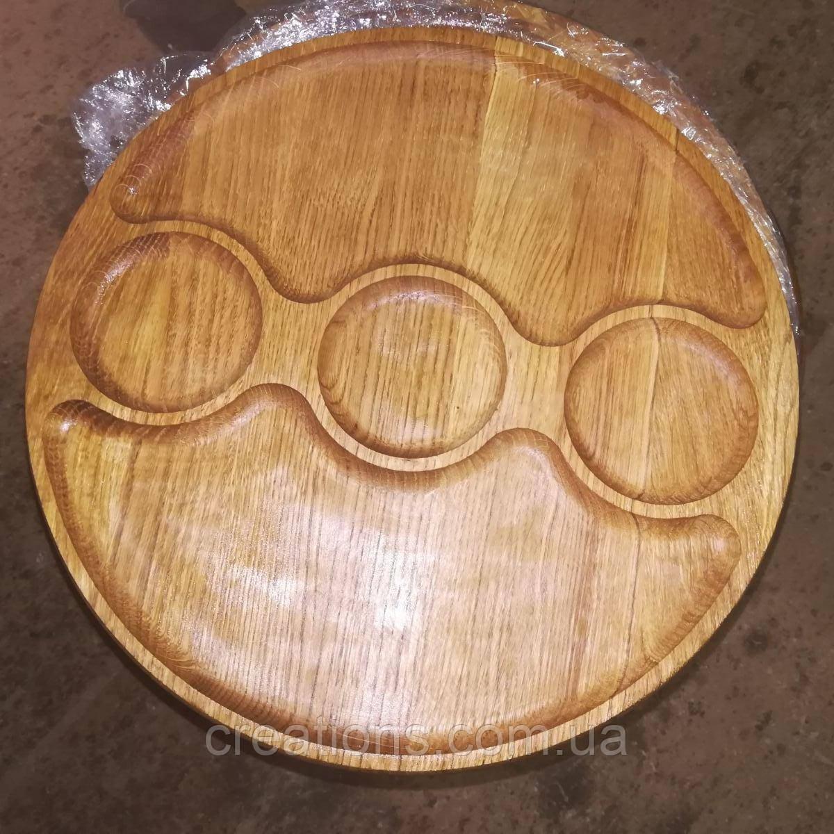 Менажница деревянная 30 см. круглая на 3 деления с тремя соусницами из черешни, ясеня