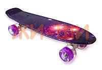 Пенни борд со светящимися колёсами iA009W нагрузка до 80кг с принтом 5+ / фиолетовый