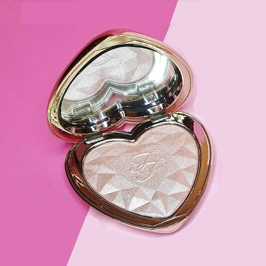 Хайлайтер для особи Too Faced Love Light Prismatic Highlighter