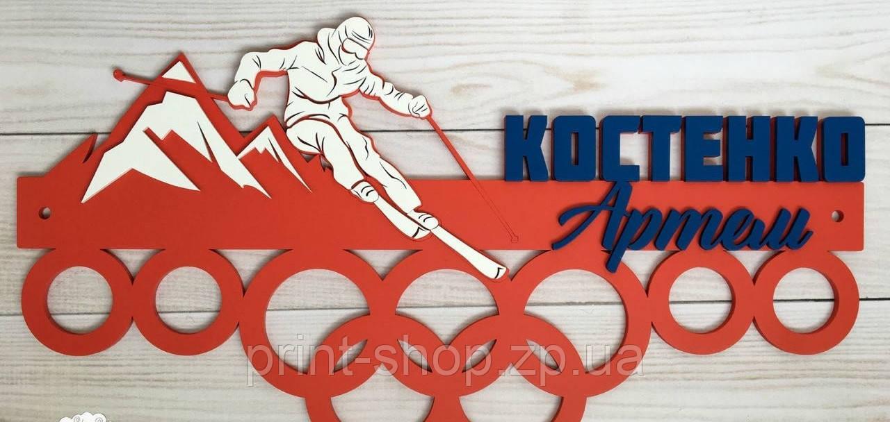 Настінна медальница для чемпіона лижного спорту.