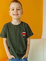 Стильная хлопковая детская футболка с красным принтом цвета хаки размеры 110