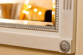 Зеркало в деревянной раме с резьбой 2