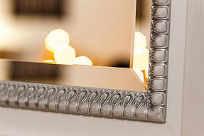 Зеркало в деревянной раме с резьбой 3