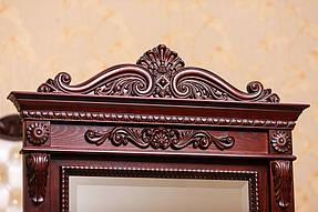 Зеркало в деревянной раме с резьбой 6
