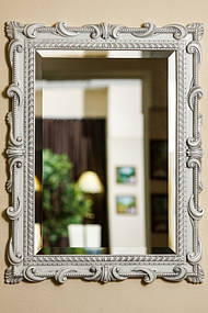 Зеркало в деревянной раме с резьбой 9