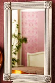 Зеркало в деревянной раме с резьбой 12