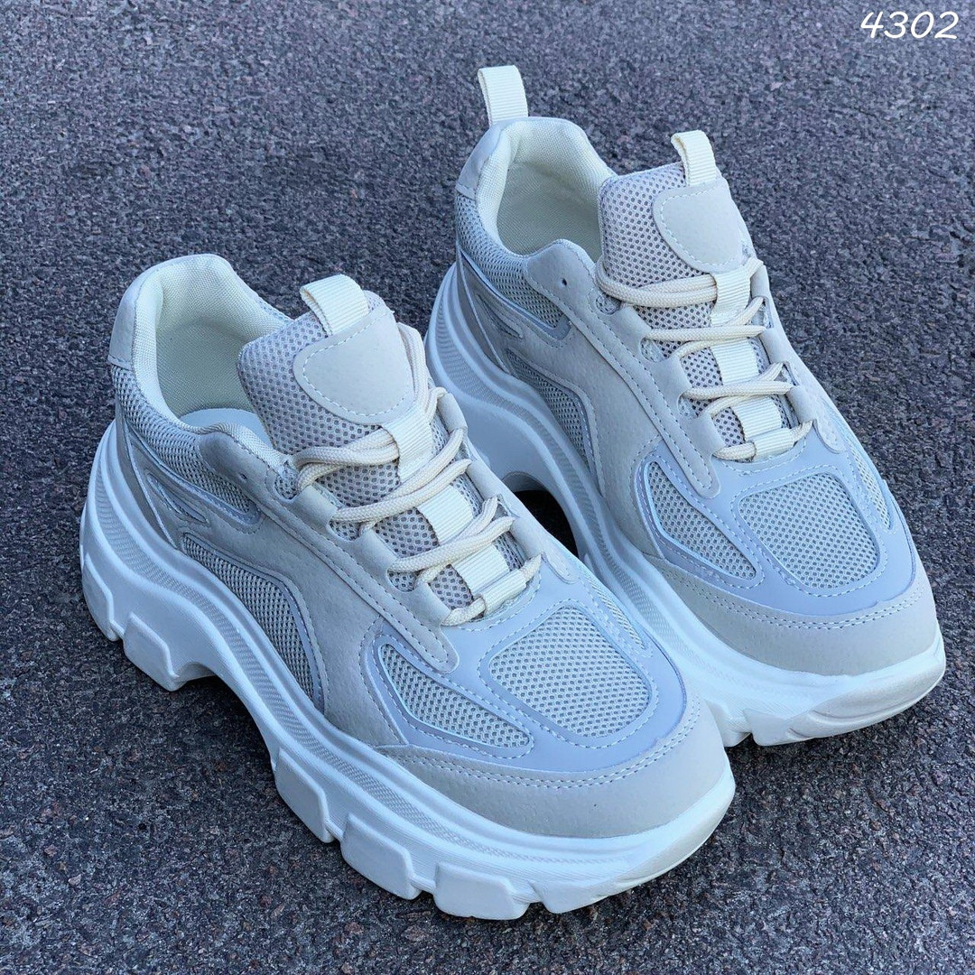 Женские бежевые кроссовки с вставками замши и сетки 4302