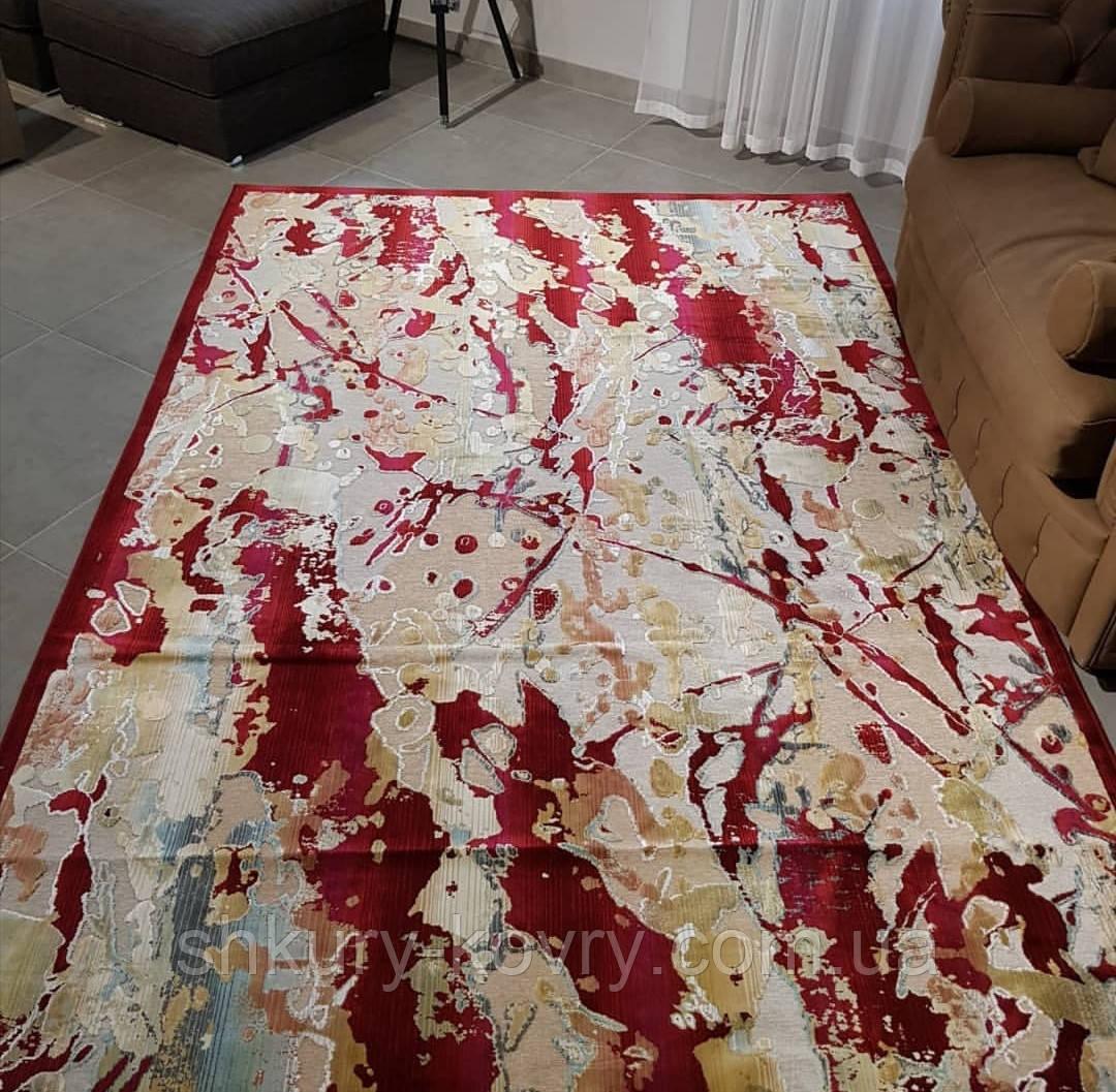 Тонкий красный ковер из вискозы колекция модерн
