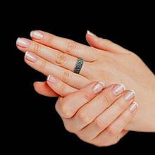 Серебряное кольцо с черными камнями