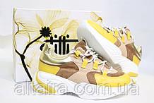 Стильні молодіжні кросівки жовтого кольору.Стильні молодіжні кросівки жовтого кольори.