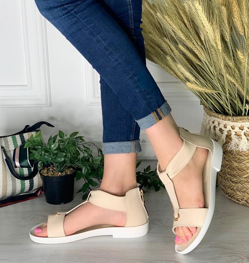 Кожаные сандалии с закрытой пяткой на плоской бортовой подошве и небольшом каблуке