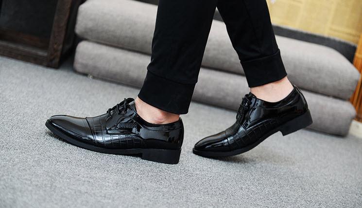 Стильні чоловічі лаковані туфлі під крокодил, 42-45
