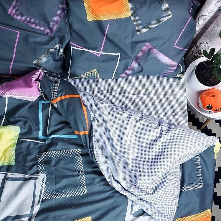Комплект красивого постельного белья семейка, фигуры