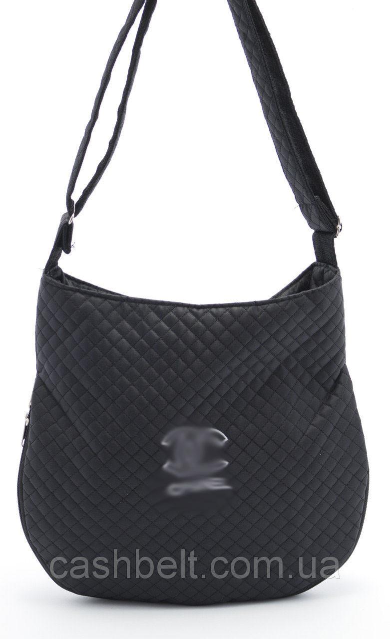 Чорна жіноча стьобана сумка під спорт з написом art. 22
