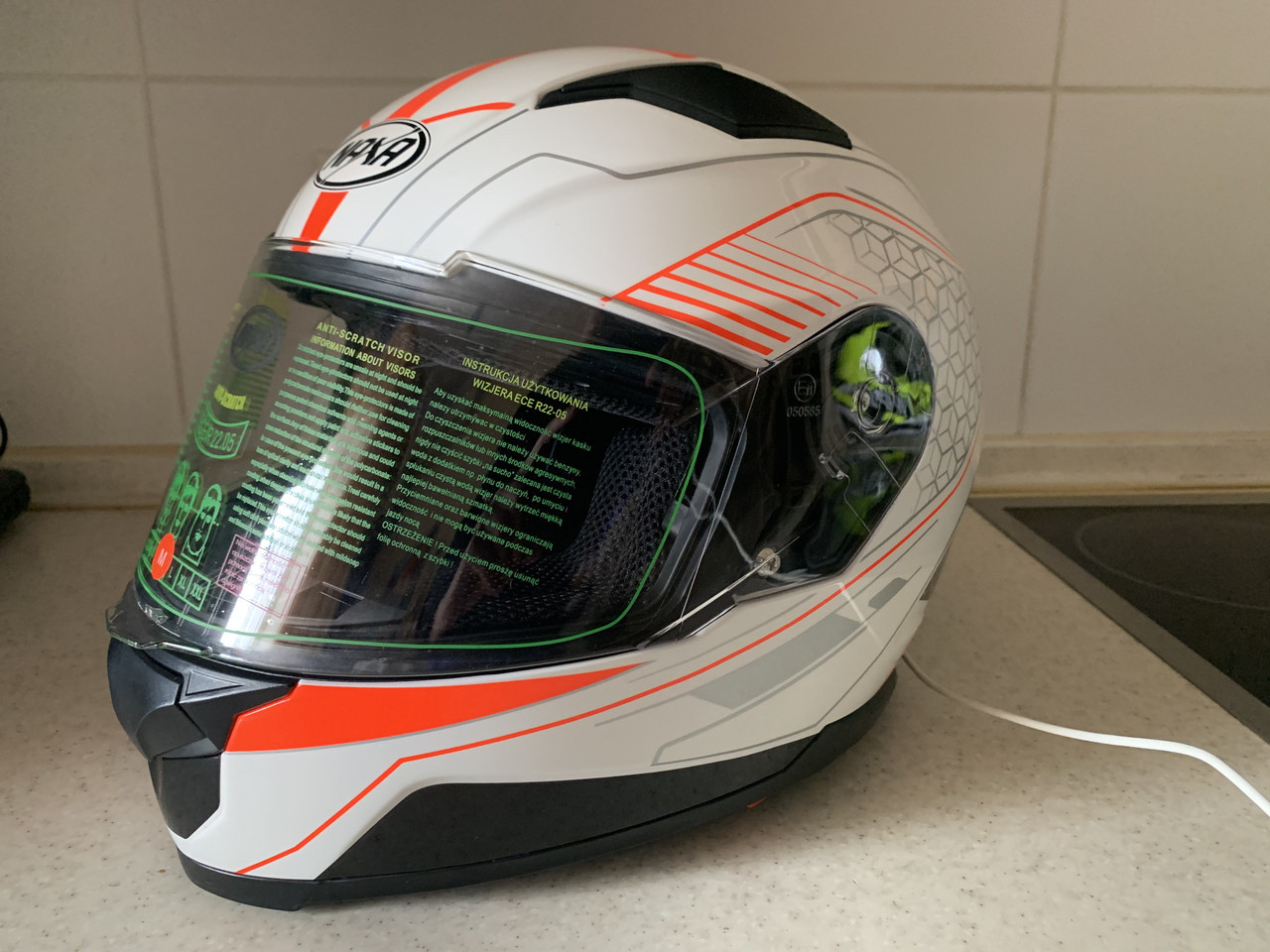 Мото шлем оригинал Европа закрытый бело-оранжевый  Naxa pro (Польша) сертифицирован