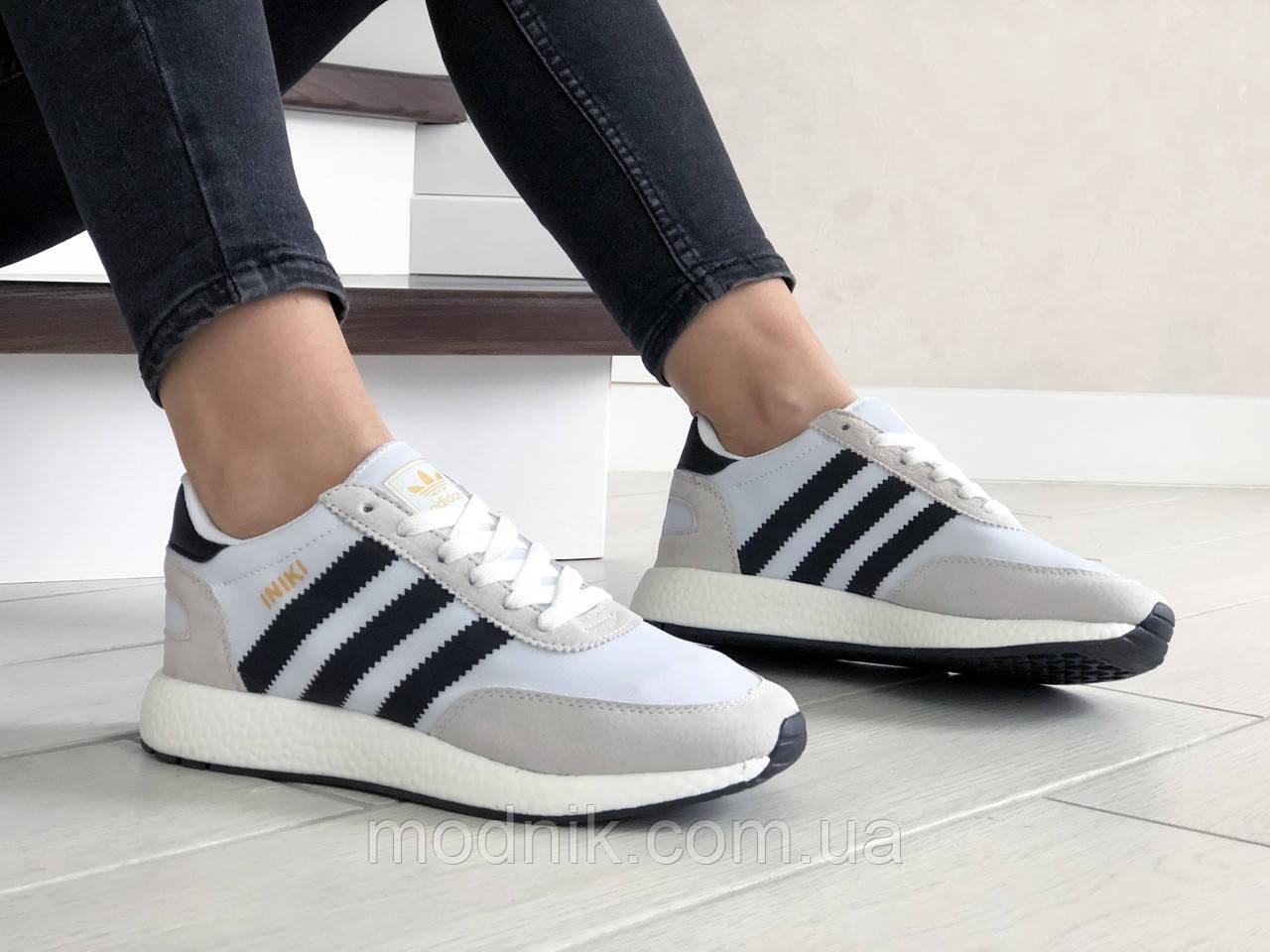 Женские кроссовки Adidas Iniki (бело-бежевые) 9287