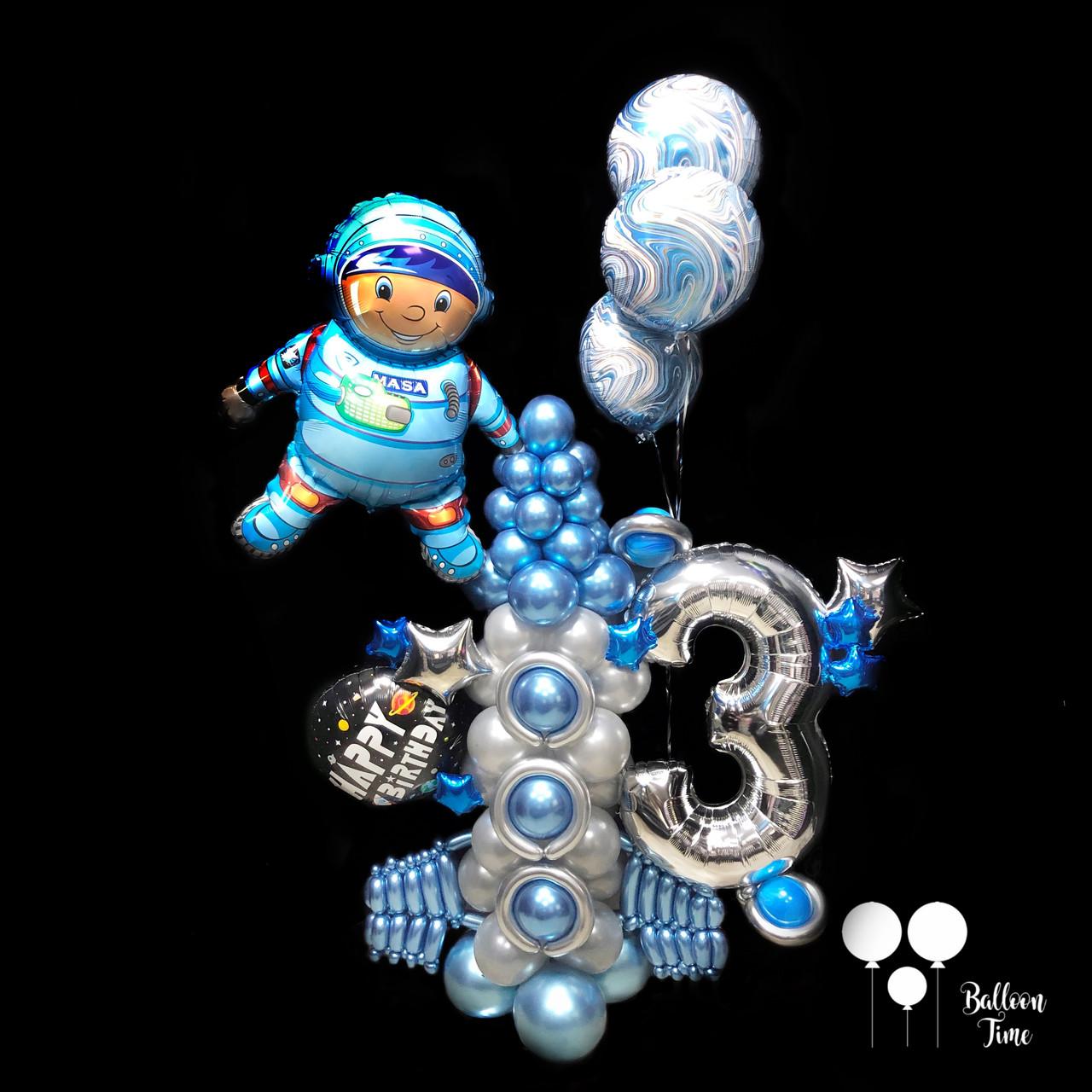 Космическая композиция с цифрой из воздушных шаров