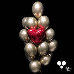 Связочка золотых шаров с красным сердцем