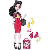 Кукла Монстер Хай Дракулаура Я Люблю Обувь 3 пары туфель и аксессуары Monster High Draculaura I Love Shoes