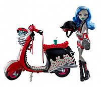 Кукла Монстер Хай Гулия Йелпс на красном скутере с колесами с аксессуарами Monster High Ghoulia Yelps+Scooter