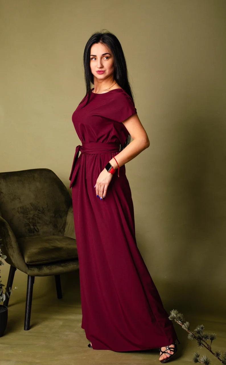 Платье в пол свободного силуэта по типу кимоно цвета марсала