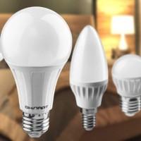 Лампочки і настільні лампи