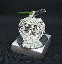 Статуэтка из стекла для декора интерьера Яблоко