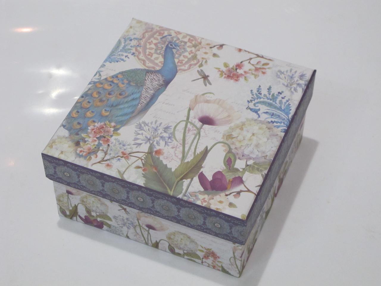 Коробочка праздничная упаковочная (подарочная) павлин в цветах (M)