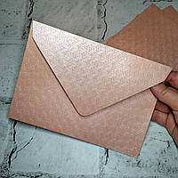 Конверт бумажный с тиснением, светло-розовый, 13х18 см