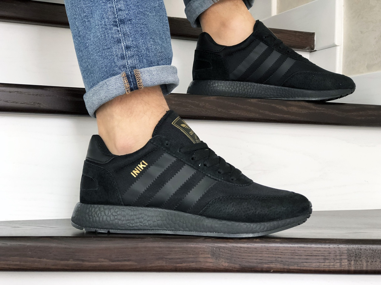 Мужские кроссовки черные с белыми полосками эко замша с сеткой