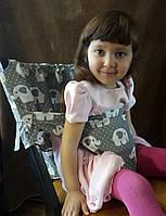 Стул для кормления ребенка переносной. Цвет серый со слониками. Тотсит