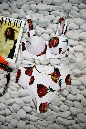 Купальник раздельный белый в цветочный принт с высокими плавками, фото 2