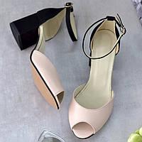 Женские кожаные босоножки на удобном каблуке 6 см с закрытой пяткой пудровые с чёрным
