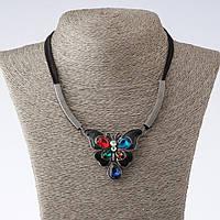 """Колье на шнурах Бабочка с разноцветными кристаллами, длина 42-47см цвет металла """"золото"""""""