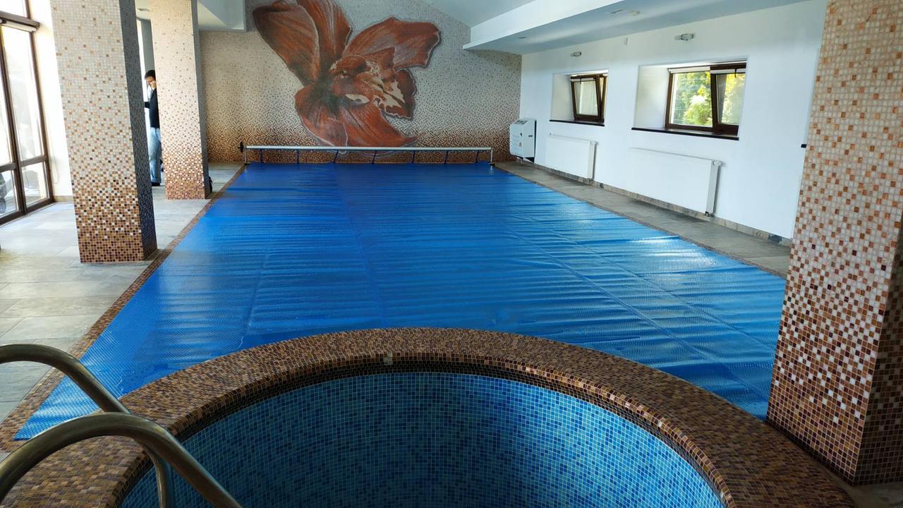 Солярная плёнка на бассейн, Франция